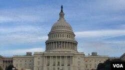 美国国会大厦圆顶整修工程结束。(美国之音李逸华拍摄)