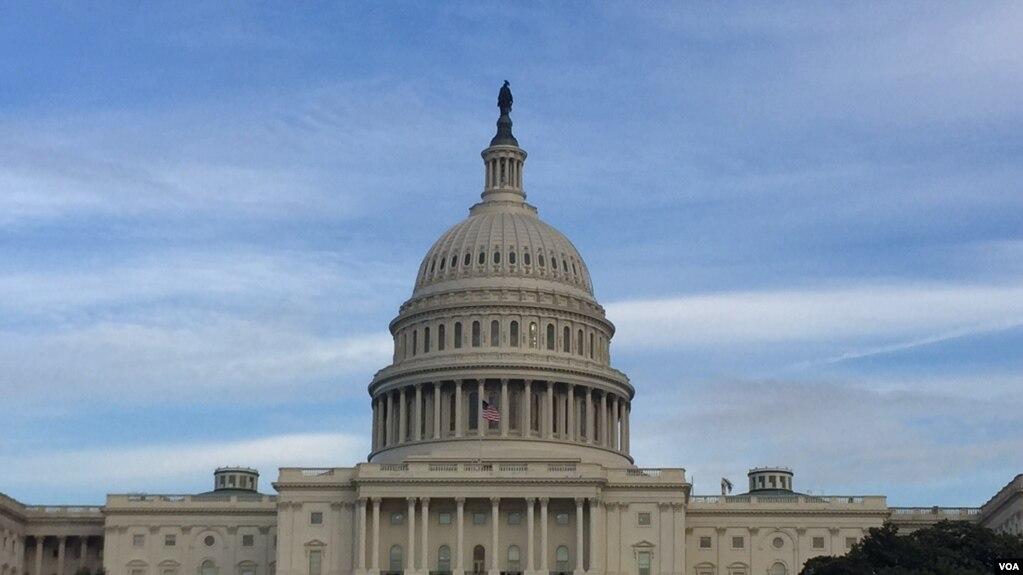 美国会大厦圆顶 (美国之音李逸华拍摄)