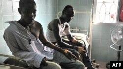 Người bị thương được chăm sóc tại một bệnh viện trong khu vực Treichville ở Abidjan, ngày 8/3/2011
