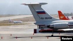 Ruski avioni na aerodromu u Karakasu