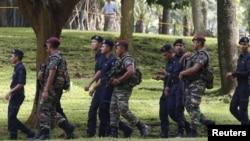 Quân đội và cảnh sát Malaysia tuần tra bên ngoài để bảo vệ Hội nghị Thượng đỉnh ASEAN lần thứ 27 tại Kuala Lumpur ngày 20/11/2015.