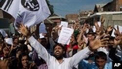 Người Hồi giáo tại Kashmir biểu tình sau lễ cầu nguyện Eid tại Srinagar, thuộc Kashmir, do Ấn Độ kiểm soát, ngày12/8/2019.