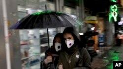 Coronavirus : la contagion hors de Chine fait craindre une pandémie
