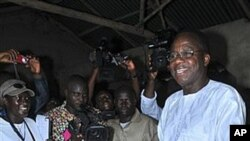 Opposition leader and presidential contender Adrien Houngbedji, 69, casts his vote for president in Porto Novo, Benin, March 13, 2011 (file photo)