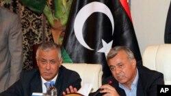 Thủ tướng Lybia Ali Zidan (trái) tại cuộc họp báo hôm 10/10/2013.