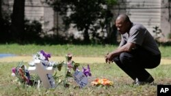 Terence Wright pays his respects at the scene where Walter Scott was killed by a North Charleston policeman, Saturday, after a traffic stop in North Charleston, South Carolina, April 9, 2015.