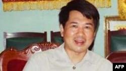 Ông Cù Huy Hà Vũ, nổi tiếng với những vụ khởi kiện chính quyền, bị bắt hồi tháng 11 năm ngoái vì tội 'tuyên truyền chống phá nhà nước'