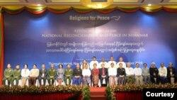 ျမန္မာႏိုင္ငံတြင္ အမ်ိဳးသားျပန္လည္သင့္ ျမတ္ေရးအတြက္ ဘာသာေပါင္းစုံ ၿငိမ္းခ်မ္းေရး (ၿငိမ္းခ်မ္းေမတၱာ)အဖြဲ႕ရဲ႕ အႀကံျပဳေဆြးေႏြးဝိုင္း။ (ဓာတ္ပုံ - Religions for Peace-Myanmar - ႏို၀င္ဘာ ၁၄၊ ၂၀၁၉)