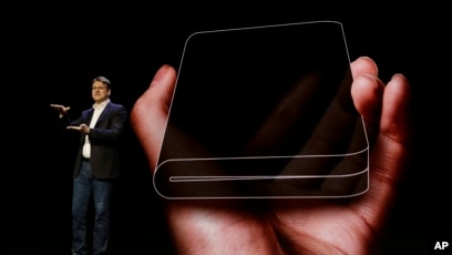 Excellent Samsung Shows Off New Foldable Phone Download Free Architecture Designs Intelgarnamadebymaigaardcom