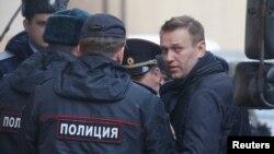 الکسی ناوالنی محبوب ترین مخالف سیاسی مسکو است که می خواهد در انتخابات ۲۰۰۱۸ روسیه خود را نامزد کند