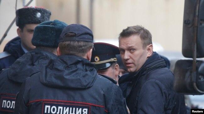 Thủ lĩnh đối lập Nga Alexei Navalny bị bắt vì tổ chức biểu tình trong tháng Ba.
