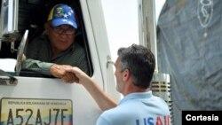 El Departamento de Estado de EE.UU. confirmó que camiones cargados de alimentos y medicinas están listos para salir con ayuda humanitaria. [Foto: Cortesía del Departamento de Estado]
