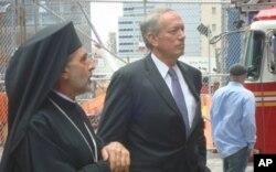 Ο τέως κυβερνήτης της Νέας Υόρκης George Pataki με τον Επίσκοπο Φασιανής κ. Αντώνιο.