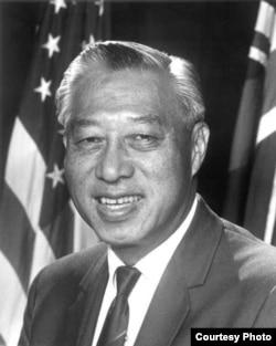 第一位华裔参议员邝友良(US Govt website)