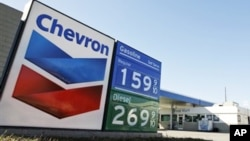 រូបឯកសារ៖ ស្លាកសញ្ញា Chevron នៅស្ថានីយ៍ចាក់សាំងមួយកន្លែង ក្នុងសហរដ្ឋអាមេរិក។