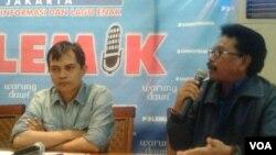 Pengamat Indonesia Budget Center, Roy Salam (kiri) dan anggota DPR RI dari Fraksi Partai Nasdem, Jhonny G Plate (kanan) tidak setuju atas usulan dana aspirasi yang diiajukan DPR RI. Hal tersebut disampaikan di Jakarta, Sabtu (20/6). (VOA/Iris Gera)