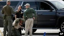 德州西部的敖德薩和米德蘭槍擊事件後警方進行調查。