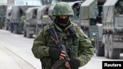 Desde hace días, aparte de las que tiene en la base de Sebastopol, Rusia había acantonado tropas en la frontera con Ucrania.