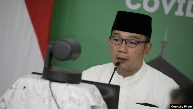 Gubernur Jabar Ridwan Kamil saat mengikuti forum kebudayaan Jabar bersama para seniman/budayawan (foto: dok. Humas Jabar).