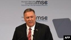 امریکی وزیر خارجہ مائیک پومپیو میونخ میں ہونے والی 56 ویں سیکیورٹی کانفرنس میں تقریر کر رہے ہیں۔ 16 فروری 2020