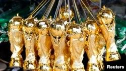 브라질에서 판매되고 있는 월드컵 우승컵 모형.