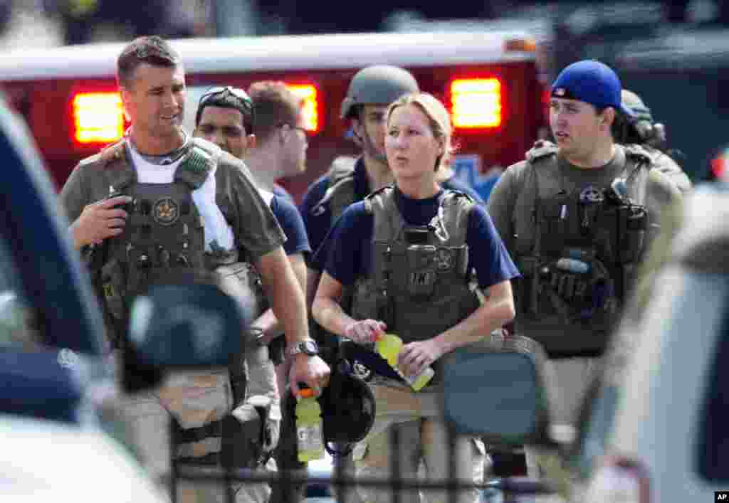 Police who responded to shooting at the Washington Navy Yard, Sept. 16, 2013, leave the facility.
