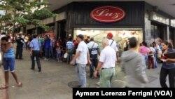 Después de diez meses, los venezolanos ven agravadas la inseguridad, el desabastecimiento, la escasez y la violación de derechos humanos.
