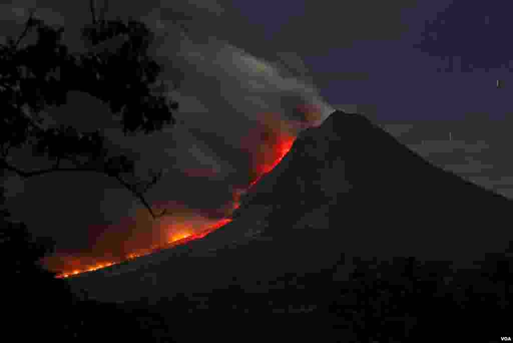 Mount Sinabung volcano spews ash as seen from Kuta Tengah village in Karo district, Indonesia, Jan. 14, 2014.
