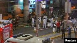 Ekipe hitne pomoći ispred aerodroma u Turskoj