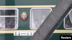 一列从中国边境城市丹东开往朝鲜首都平壤的火车