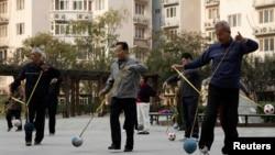 北京的退休人员在参与社区活动。(资料照片)