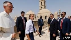 امانویل مکرون هنگام بازدید از شهر موصل واقع در شمال عراق