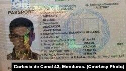 Paspor yang disita dari salah satu lima warga Suriah yang ditahan di bandar udara Tocontin, Honduras (18/11).