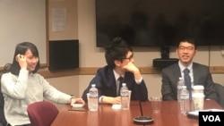 """羅冠聰(右一)與周庭(左一)在喬治城大學發表題為""""香港向威權主義轉向""""的演講,向與會者分享他們的個人經歷和對香港未來的看法。"""