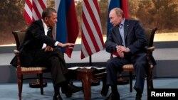 Tổng thống Mỹ Barack Obama và Tổng thống Nga Vladimir Putin trong một cuộc gặp bên lề hội nghị G8 diễn ra hồi tháng 6.