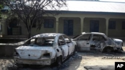 2012년 10월 나이지리아 포티스쿰 총격전으로 불에 탄 자동차