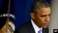 Prezidan Barack Obama ap tande kesyon yon jounalis nan la Mezon Blanch apre li te fin rankontre ak Minis Zafè Veteran yo, Eric Shinseki, ak Asistan Chèf Pèsonel la, Rob Nabors.