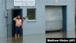 Neke ulice u Nju Orleansu bile su poplavljene u sredu zbog jake kiše