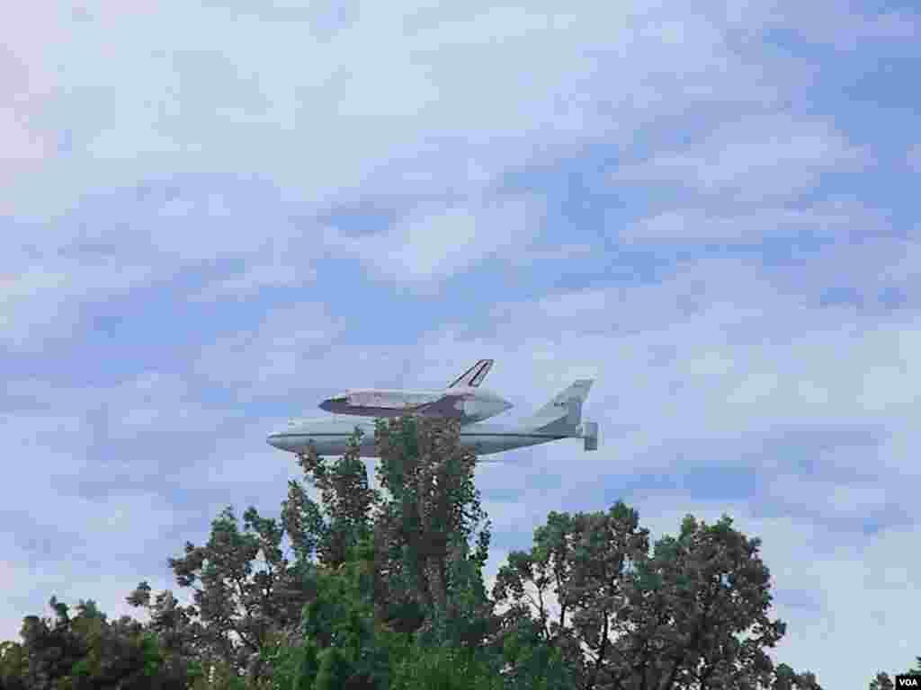 El vuelo de honor del Discovery, el más viajado de los trasbordadores estadounidenses.