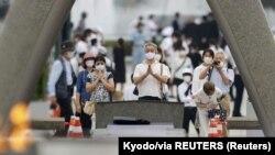 იაპონელები პატივს მიაგებენ ჰიროშიმას დაბომბვის დროს გარდაცვლილებს