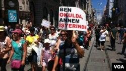 Etütlü okulların kapatılmasını protestosu, İstiklal Caddesi, İstanbul