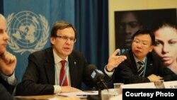 Direktur WHO program TB global, Mario Raviglione memberikan penjelasan di Jenewa, Swiss, Kamis (23/3).