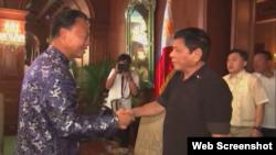 Tổng thống Rodrigo Duterte gặp Đại sứ Trung Quốc tại Philippines Zhao Jianhua ngày 7/7/2016.