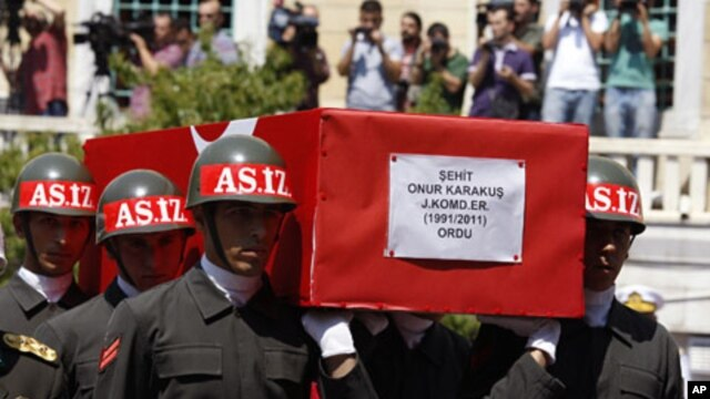 Soldiers carry the coffin of Turkish soldier Onur Karakus during a funeral ceremony in Istanbul August 15, 2011