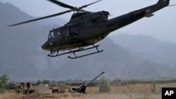 Militer Pakistan ketika mempersiapkan serangan terhadap sasaran militan di Waziristan utara (foto: dok).