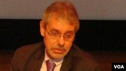 Nhà nghiên cứu về chính trị Đông Nam Á Murray Hiebert