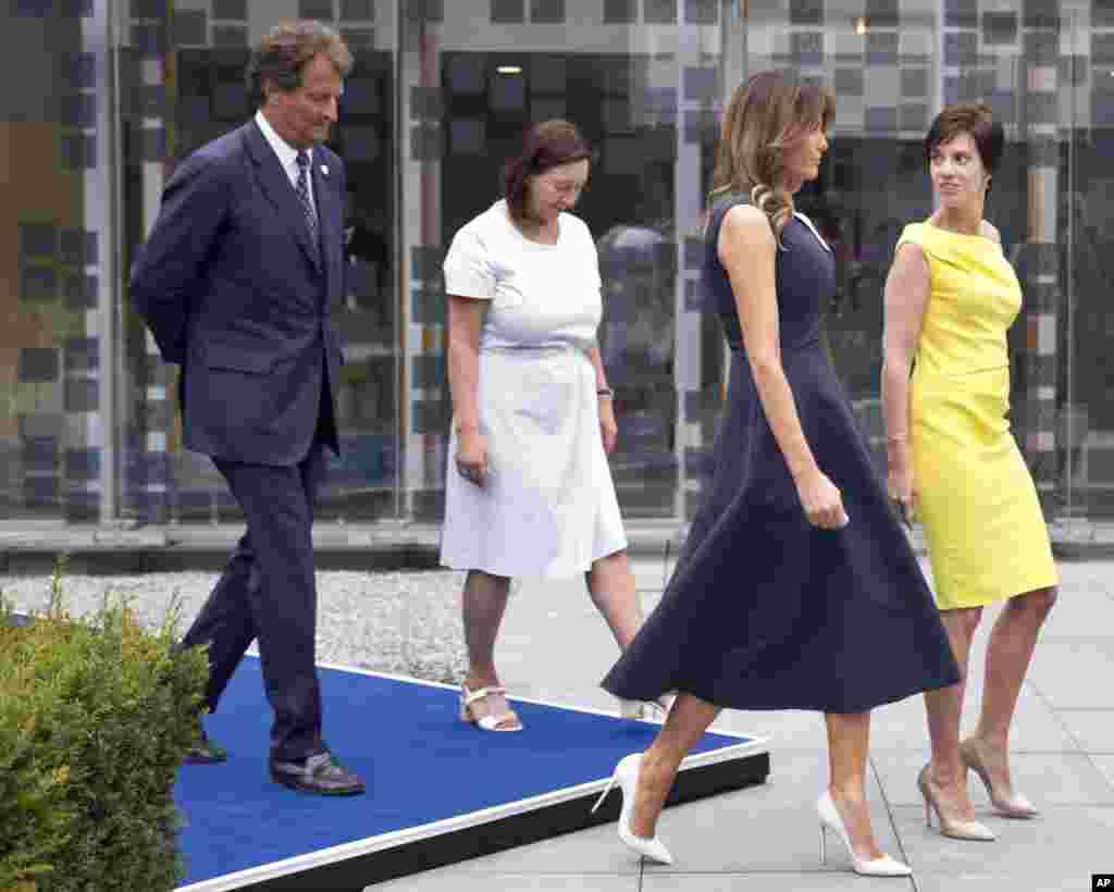 حضور همسران رهبران عضو ناتو - ملانیا ترامپ بانوی اول آمریکا با همسران دیگر رهبران