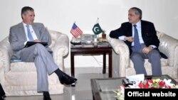 امریکی سفیر کی وفاقی وزیرخزانہ سے ملاقات
