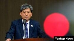 남북당국자회담 남측 수석대표인 황부기 통일부 차관이 12일 오후 북한 개성공단 종합지원센터에서 회담 결렬 소식을 브리핑하고 있다.