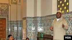 Siswa-siswa SD Martin Luther King berkunjung ke Islamic Center di Washington, D.C. bersama beberapa diplomat Arab Saudi.